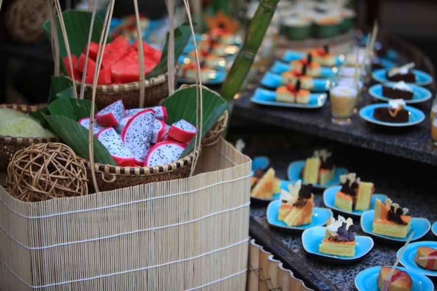 EAM_Vietnamese_Street_Market_at_Beach_Restaurant_detail