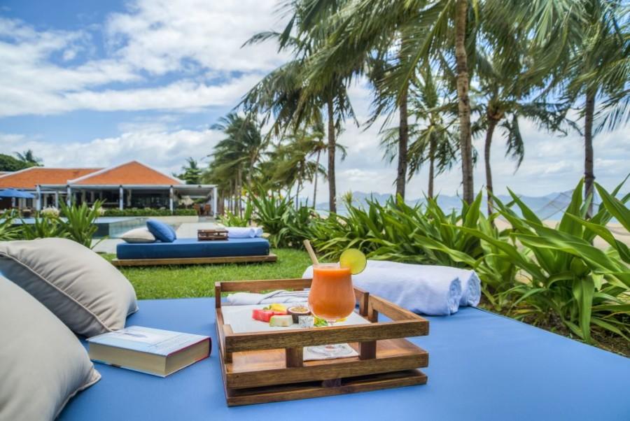 EAM_Outdoor_seating_Ana_Beach_House