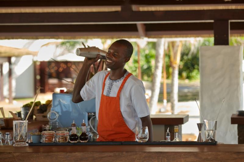 Six-Senses-Zil-Pasyon-bartender