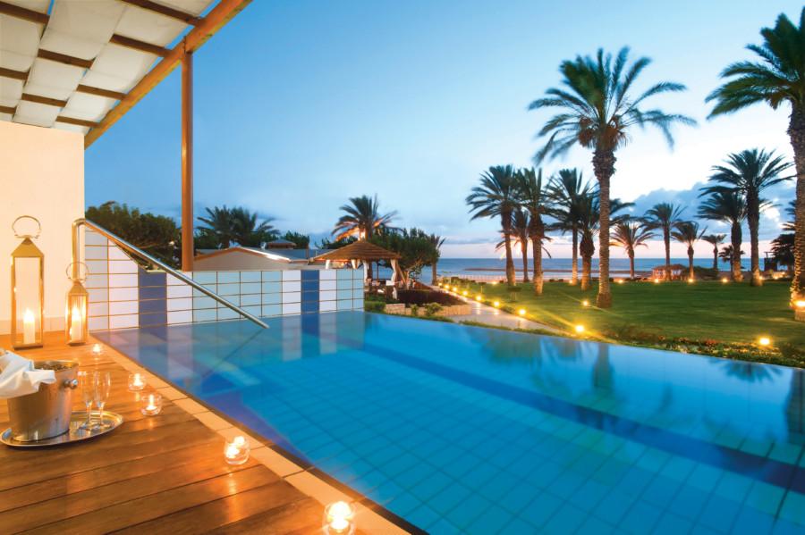 07_asimina suites hotel private pool