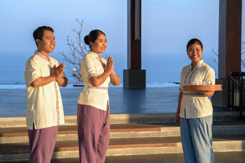Six-Senses-Uluwatu-welcome-reception-emotional-hospitality