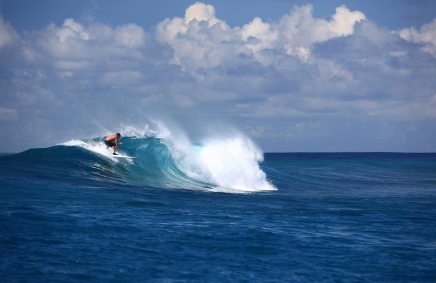Six-senses-laamu-Surfing-water
