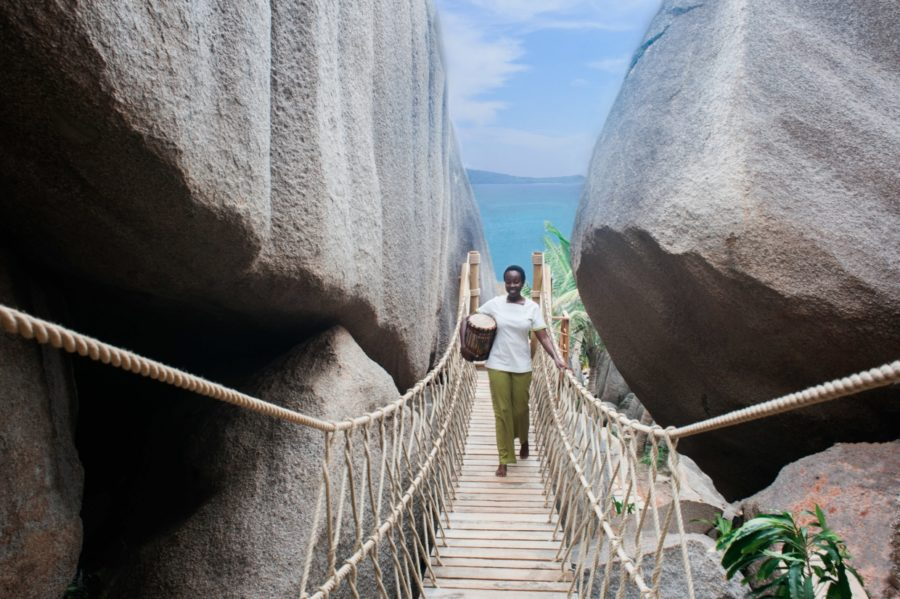 Six-Senses-Zil-Pasyon-Spa-rope-bridge