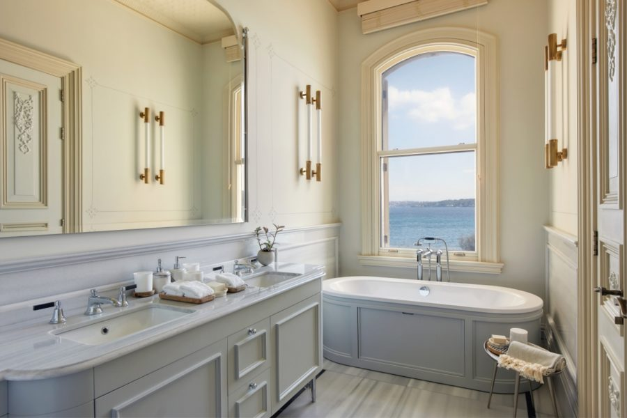 Bosphorus_Deluxe_bathroom_[8691-LARGE]