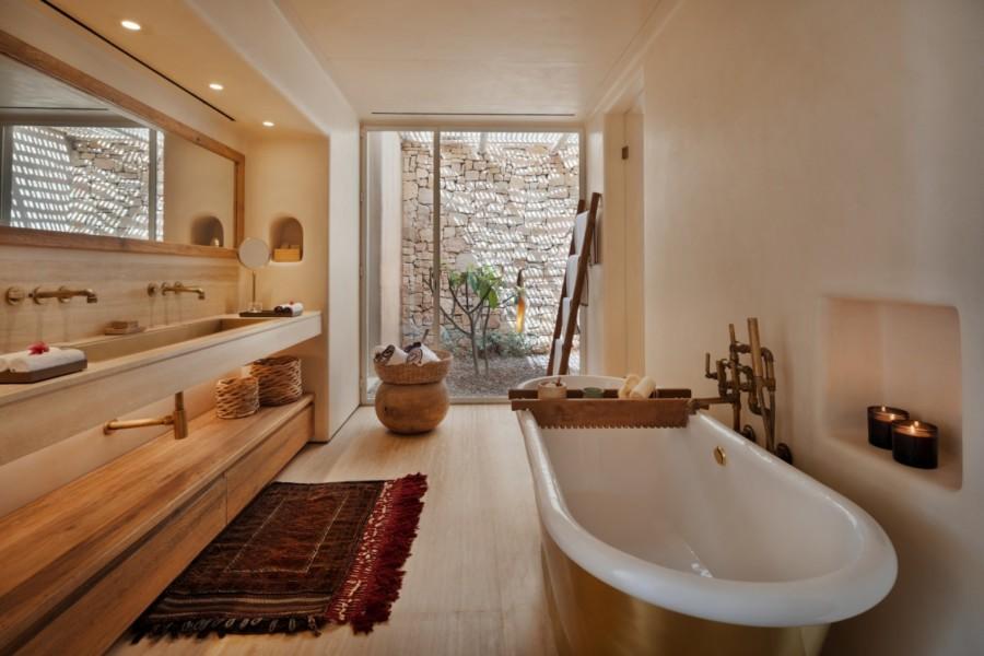 Panorama_Pool_Villa-bathtub_[8033-LARGE]