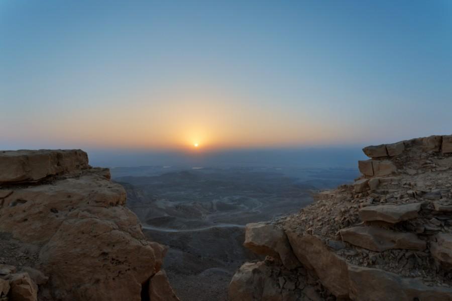 Sunrise_over_Yotveta_[8056-LARGE]