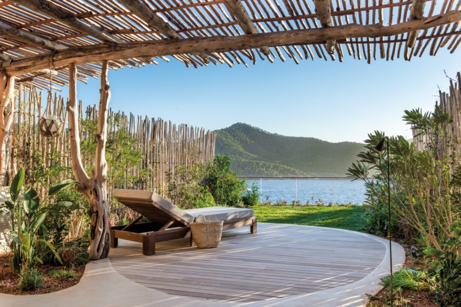 Private_sundeck_with_terrace_and_sea_view_[9391-LARGE]